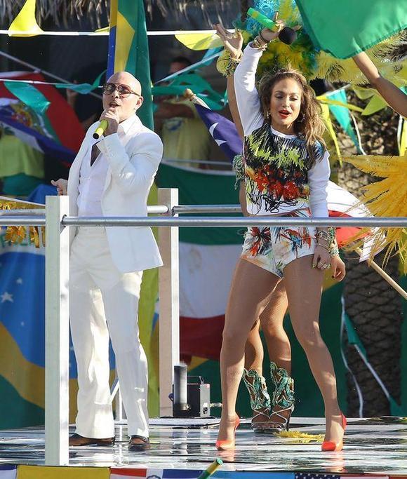 克劳迪娅 莱蒂_珍妮弗-洛佩兹拍摄世界杯官方主题曲MV_欧洲冠军杯吧_百度贴吧