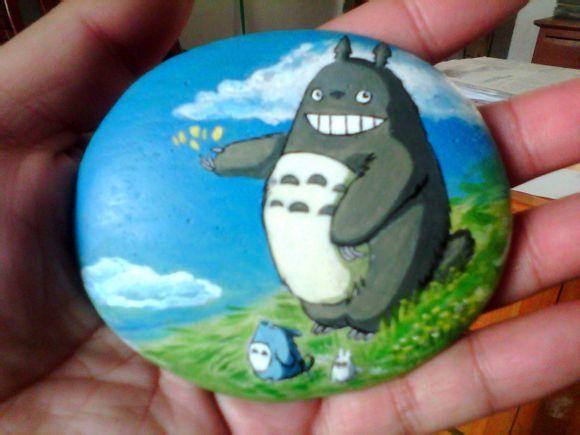 龙猫石头图片_大爱宫崎骏动画 分享一下收集的动画片里面人物手绘石头画 ...