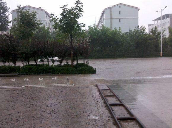 上几张图片下大雨的时候!!