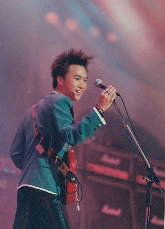 黄家驹演唱会高清1993_【图片】家驹的各种发型发型【黄家驹吧】_百度贴吧
