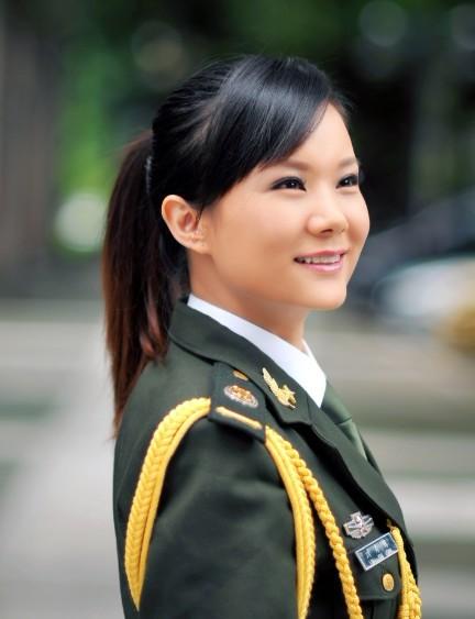 山西籍军旅女歌手_访80后美女军旅歌手刘秀球图片