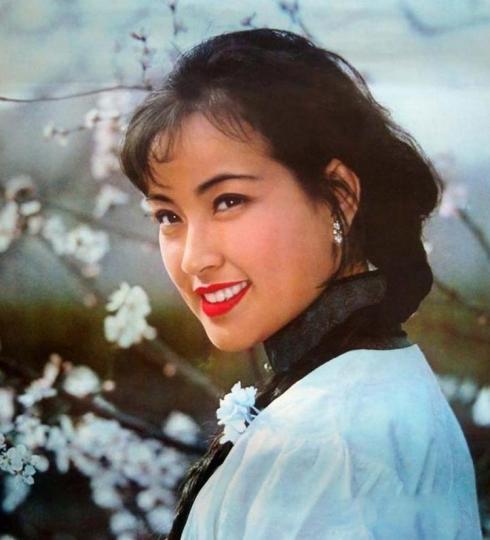 刘晓庆三级大片_昔日女神张曼玉老了,刘晓庆也满脸皱纹,只有她生3孩子