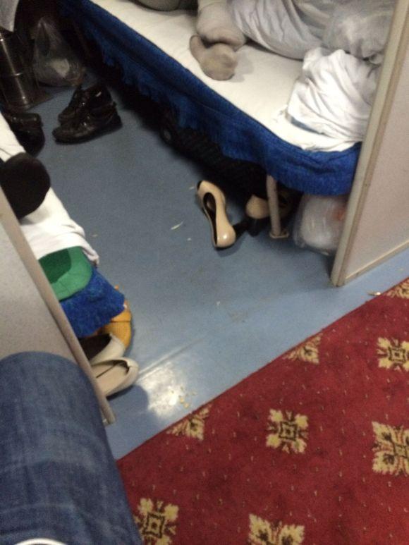 长途大巴内部图片_卧铺扫鞋_火车卧铺的真实艳遇_火车上卧铺美女-久久图片视频