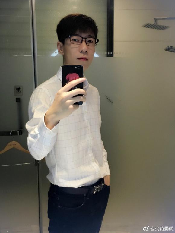 5歌和炎黄的照片_炎黄真人 - www.windown5.com