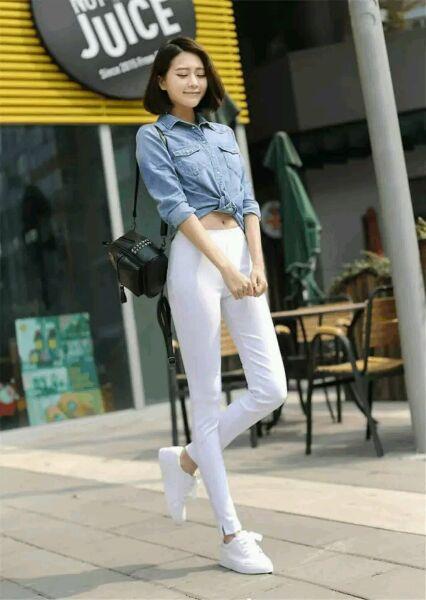 白色紧身裤视频_穿白色紧身裤的美女