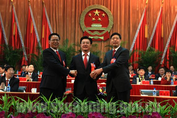 谢克敏_市委书记谢克敏,市人大主任李晚富与市长秦建孝热烈握手