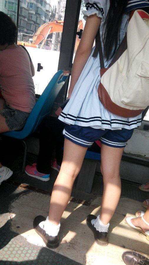 亚洲妹子色妹偷拍_我在公交上偷拍的萌妹子