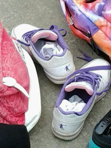 女生被脱鞋摸脚_女生脱鞋漏出袜子-女生脱鞋脱薄袜子视频/用嘴给女生脱鞋脱袜子 ...