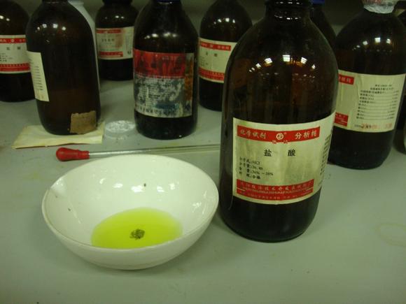 氧化铜与稀盐酸_向氧化铜中加入12mol/l的盐酸,形成黄色溶液.(cucl2+hcl,或氯铜酸)