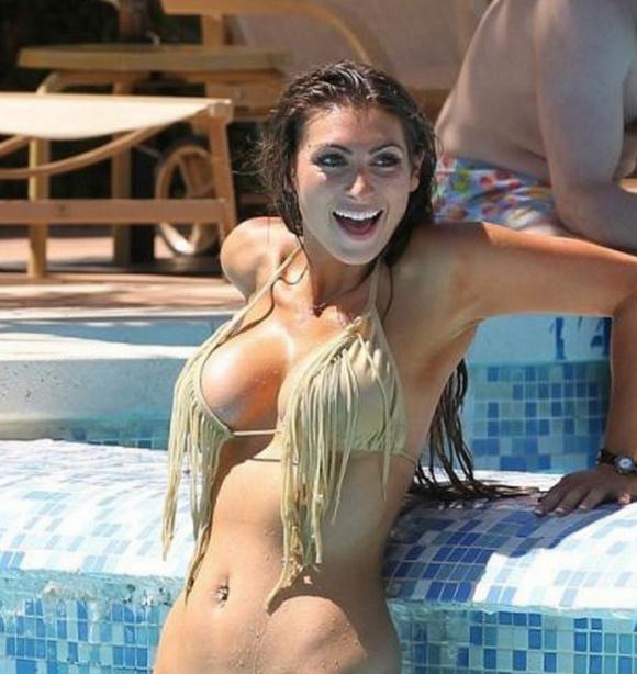 国外偷拍_国外女星齐斯曼在泳池度假被偷拍,大家把集中力放在第3张