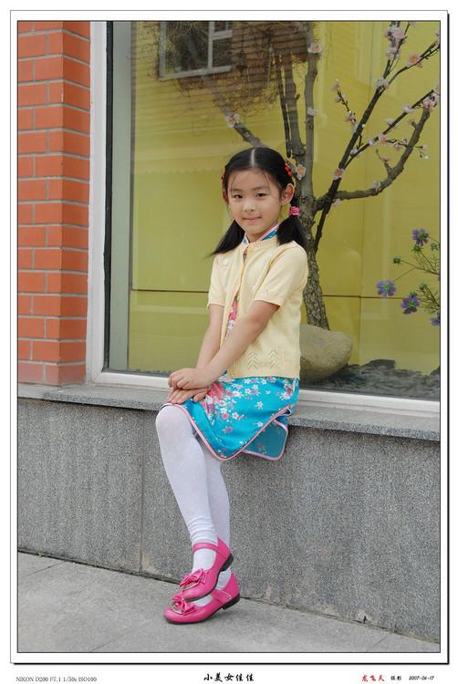 穿白丝的小学女生被绑_小女孩白袜捆住手脚_小孩手脚长水泡图片_画小女孩_小女孩简 ...