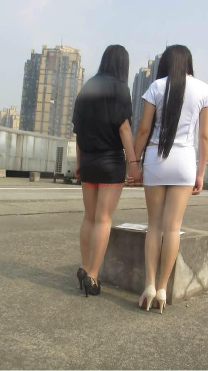 新人第二狂摸丝腿_昨天刚买回来的,350多g,街拍丝腿,大忽悠买丝袜,摸腿,摸