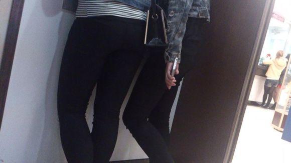 美臀骚货视频_街拍紧身裤美臀视频