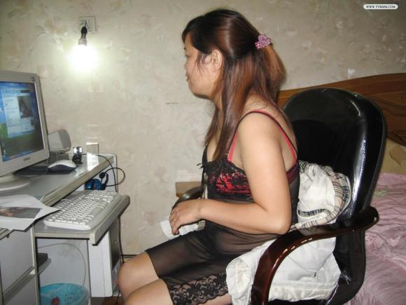 视频人妻熟女_《熟女人妻穿得这么性感感觉她有点风骚呢》