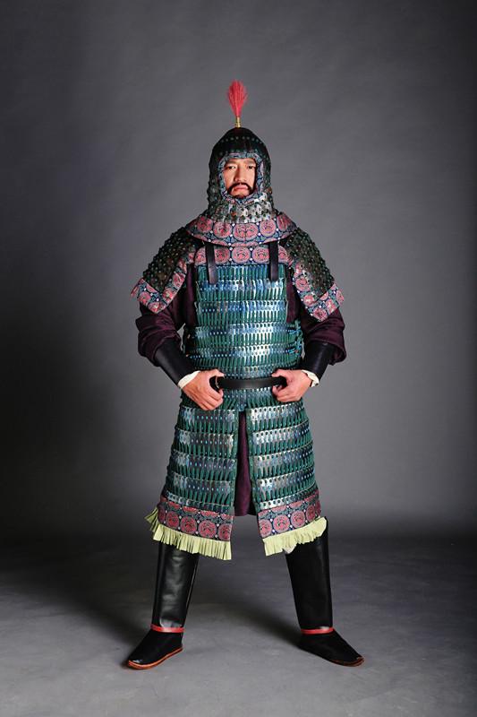 礹c.?c.?fh_团队复原过一套筩袖铠,其原型是陕西西安汉长安城武库遗址出土铁甲残