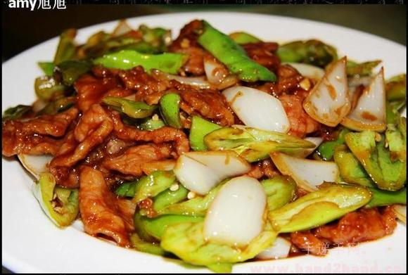 耶青肉_食品用料 主料:牛里脊肉 400克 辅料:辣椒(青,尖) 200克 色拉油约500