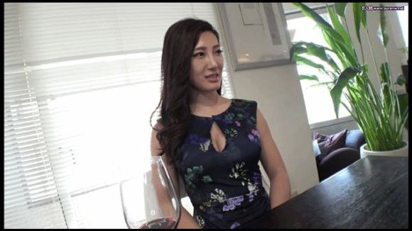 丰乳做爱视频_回复:美女少妇激情内衣秀,傲娇身材迷死人,丰乳翘臀身体棒