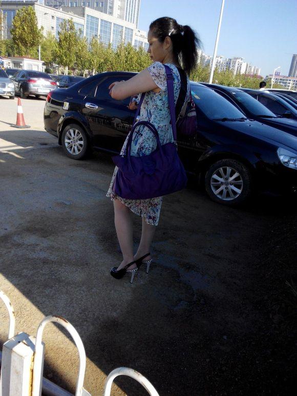 人妻骚_回复:火车卧铺极品人妻熟妇,内裤真他妈骚!