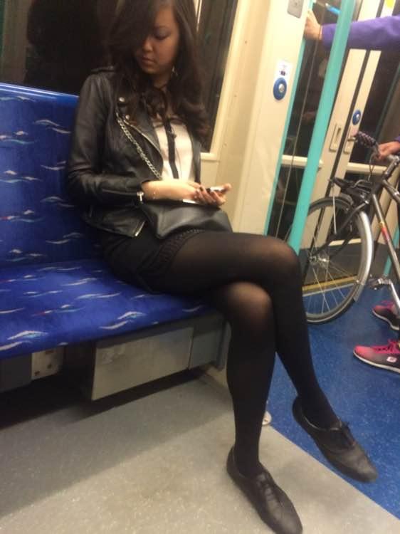 亚洲妹子色妹偷拍_回复:伦敦地铁偷拍母女花
