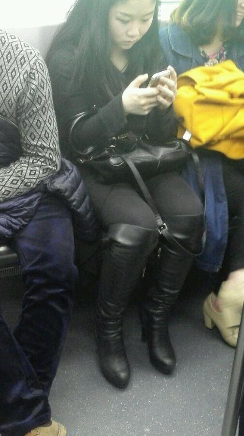 英国性感骚妇人体_地铁偷拍之长筒靴骚妇
