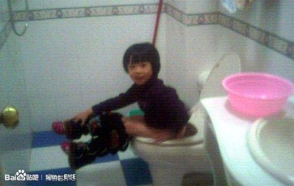 亚洲偷拍厕所_妙龄少女上厕所被偷拍【露脸】【无码】【高清图】