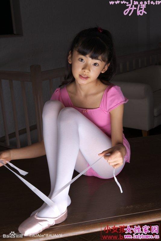 卡通芭蕾舞裙_小女孩芭蕾舞白袜_芭蕾舞女孩_芭蕾舞女孩简笔画_白袜中筒女孩脚心