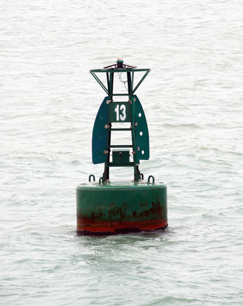 砖烟囱安装航标灯_航标和华艺哪个好-华艺灯饰和欧普哪个好/航标卫浴和箭牌哪个好