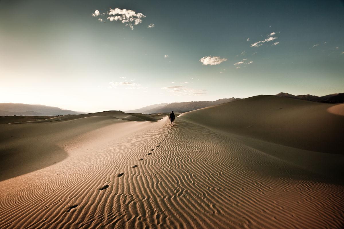 步行,美國,波紋,天空,光,云,沙漠,黃昏,沙丘,獨處,加利福尼亞,一個人圖片