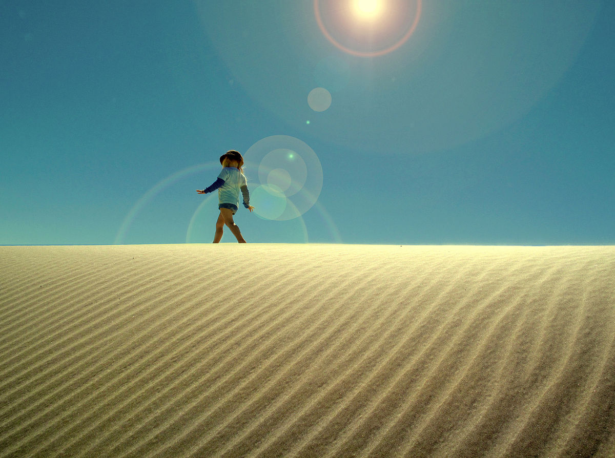 白人,步行,式樣,太陽,沙漠,沙子,白晝,沙丘,童年,澳大利亞,一個人圖片