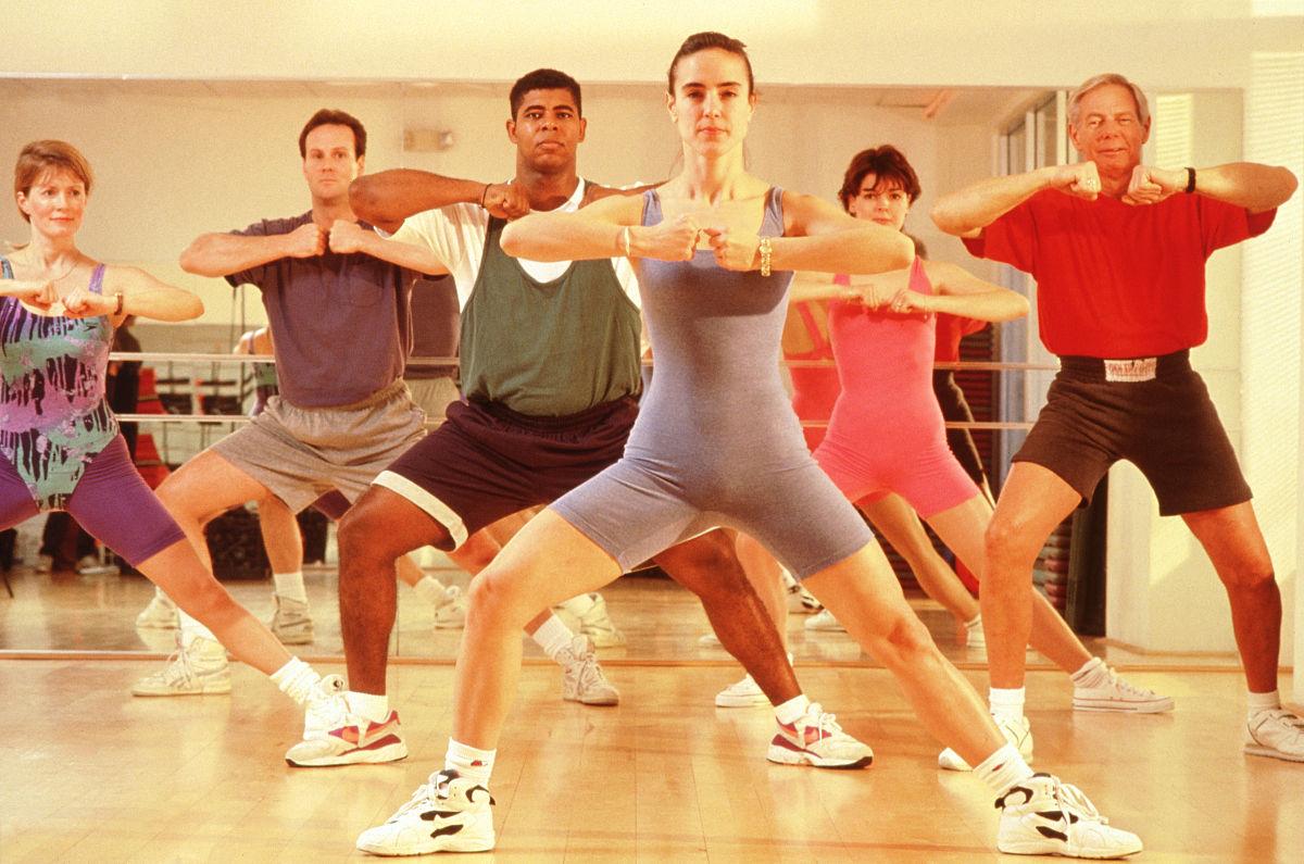 有氧健身操迅雷下载_如何下载中老年健身操全套完整演练-