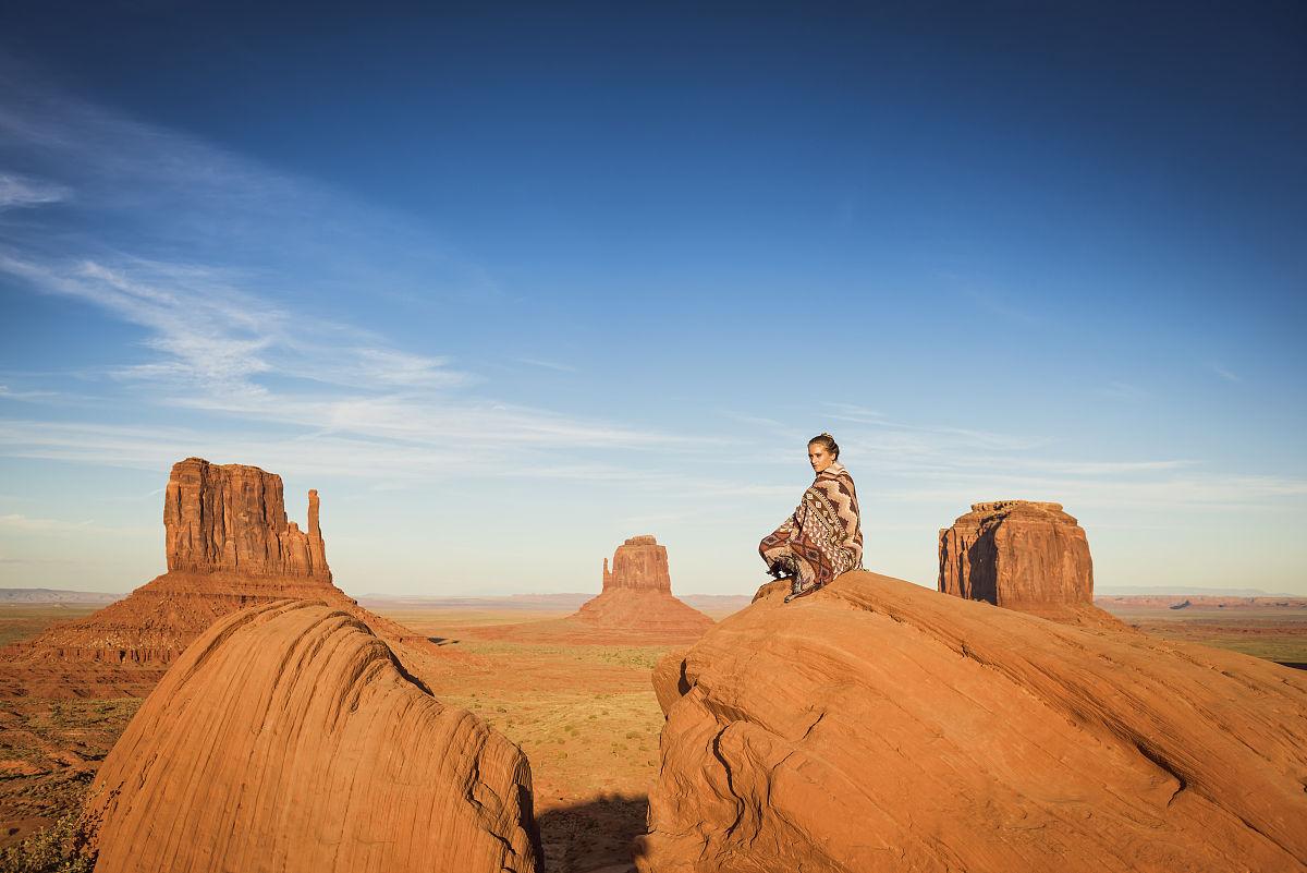 禪宗,逃避現實,拉美人和西班牙裔人,沙漠,戶外,全身像,僅女人,僅一個圖片