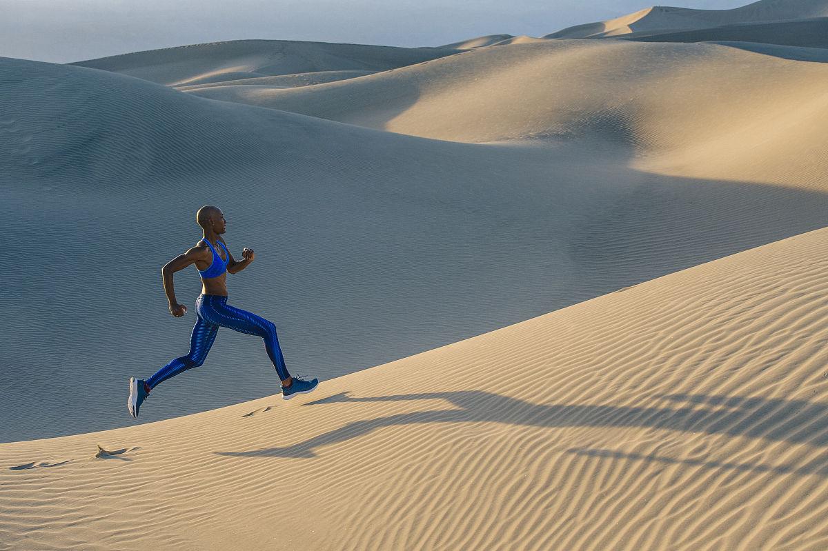 運動胸罩,陰影,沙漠,死亡谷國家公園,全身像,戶外,褲襪,僅女人,僅一個圖片