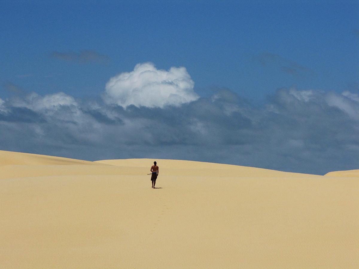 全身像,戶外,步行,巴西,天空,云,沙漠,沙子,白晝,沙丘,獨處,一個人,成圖片