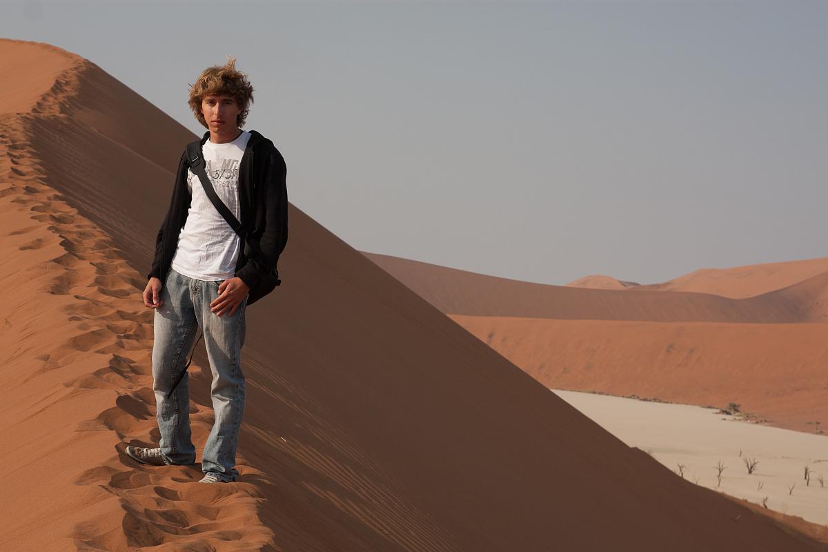 旅行的人,商務旅行,僅男人,肖像,一個人,站,僅一個男人,陰影,沙漠圖片