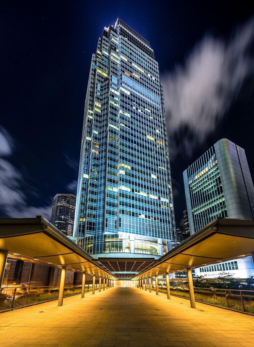 国际_两个国际金融中心在夜间