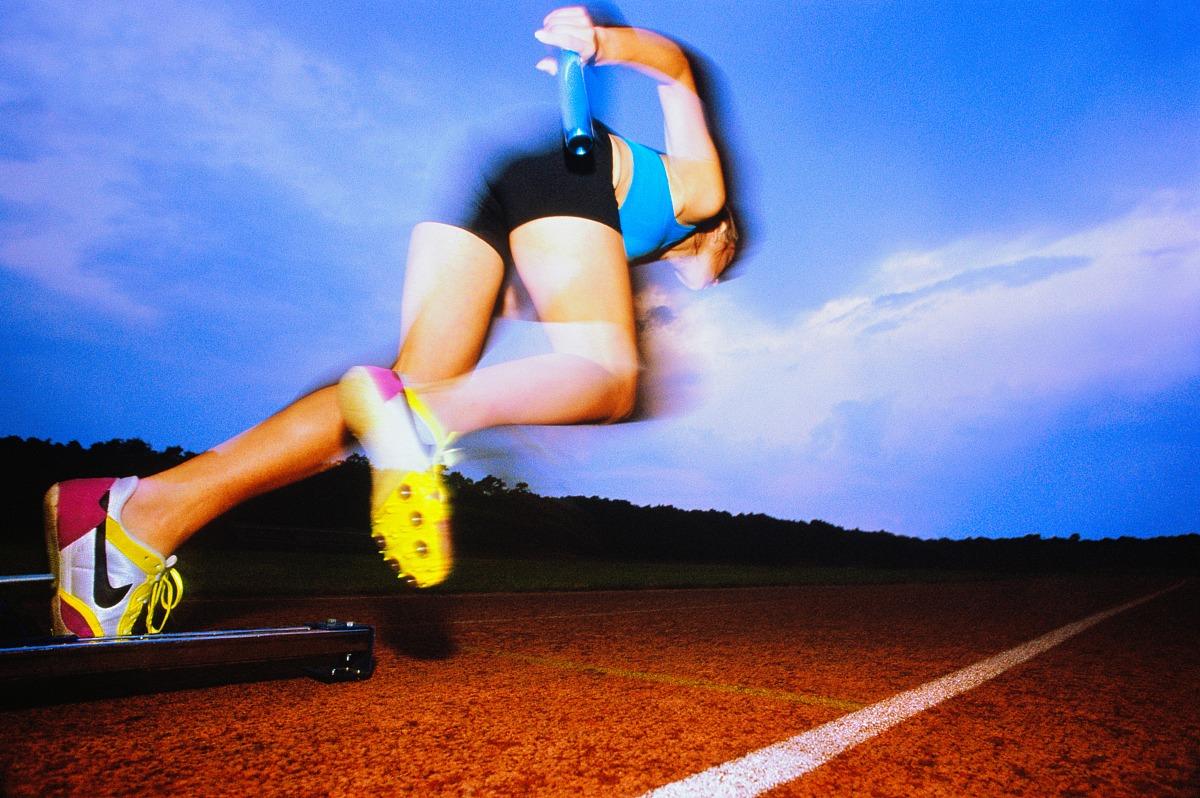 競技運動,起跑線,起跑架,接力賽,20多歲,25歲到30歲,跑道,背面視角,20圖片