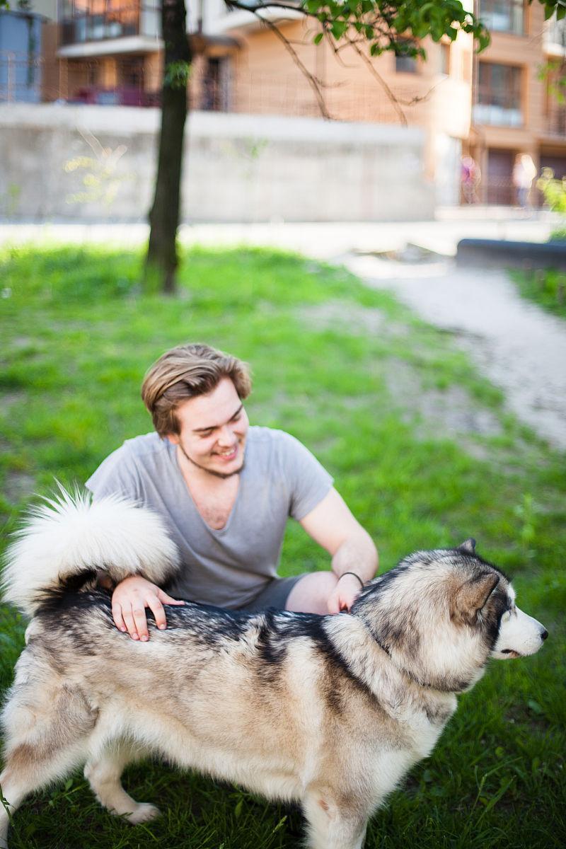 女人与狗欢爱_女人与狗欢爱图-搞笑-高清视频-爱奇艺 女人与狗欢爱图是搞笑类