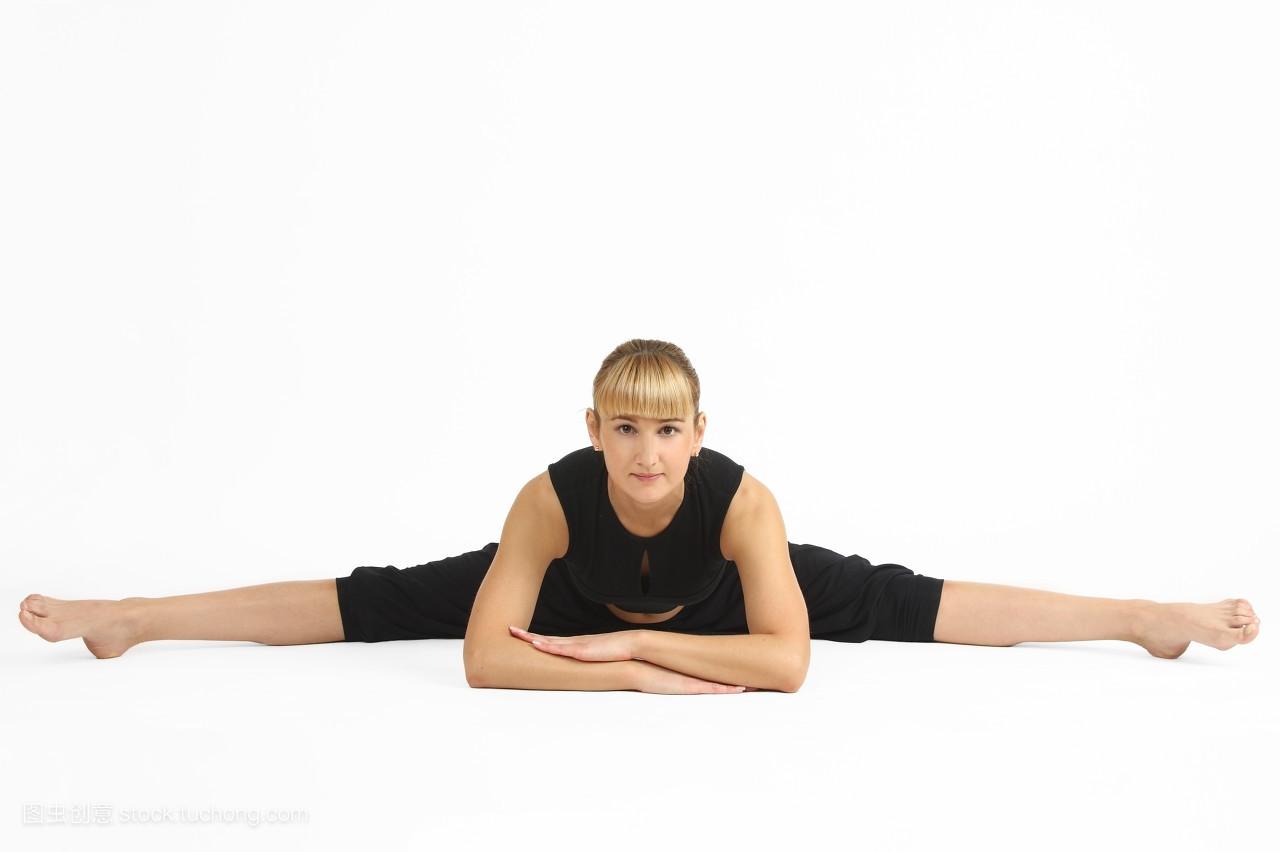 一個女人的瑜伽造型圖片圖片