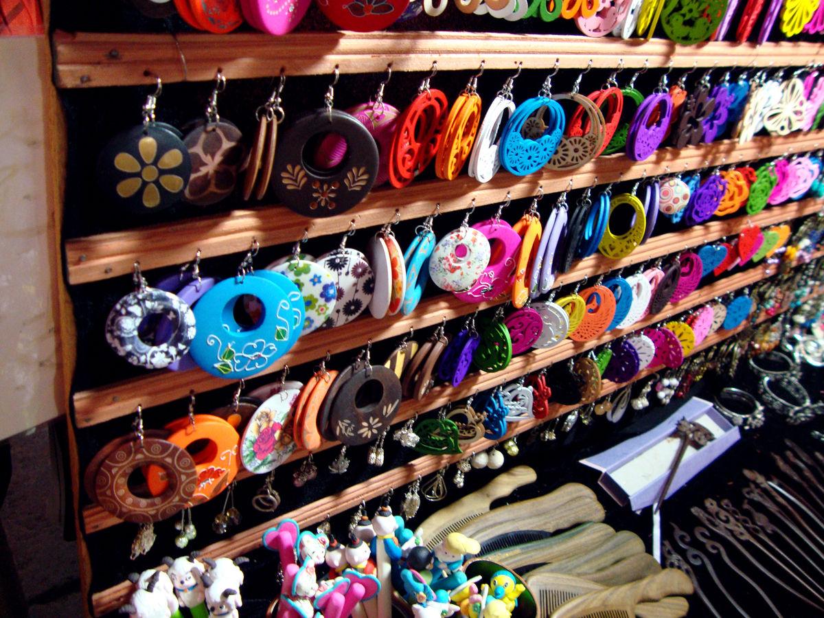 摆地摊卖小饰品_摆地摊卖饰品问题。。。。。?-
