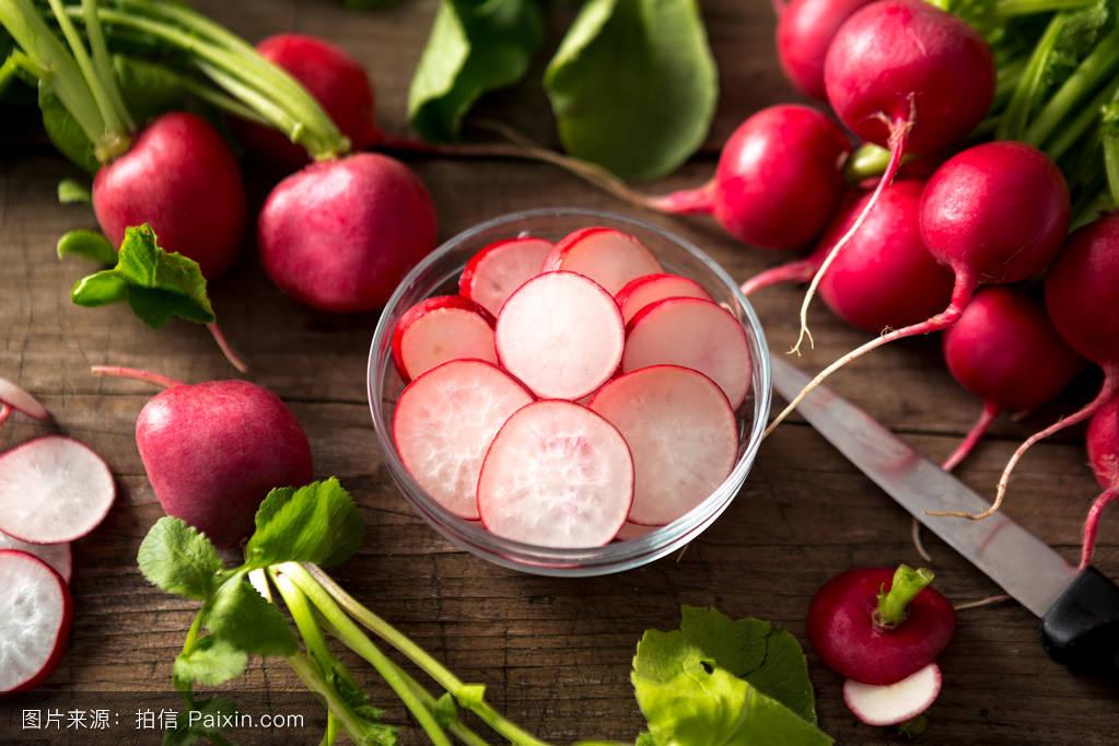 美女囹�a��[ؚ_刀工切萝卜花囹 背景,维生素,对象,紫色,闭合,美女,萝卜,红色,碗,植物