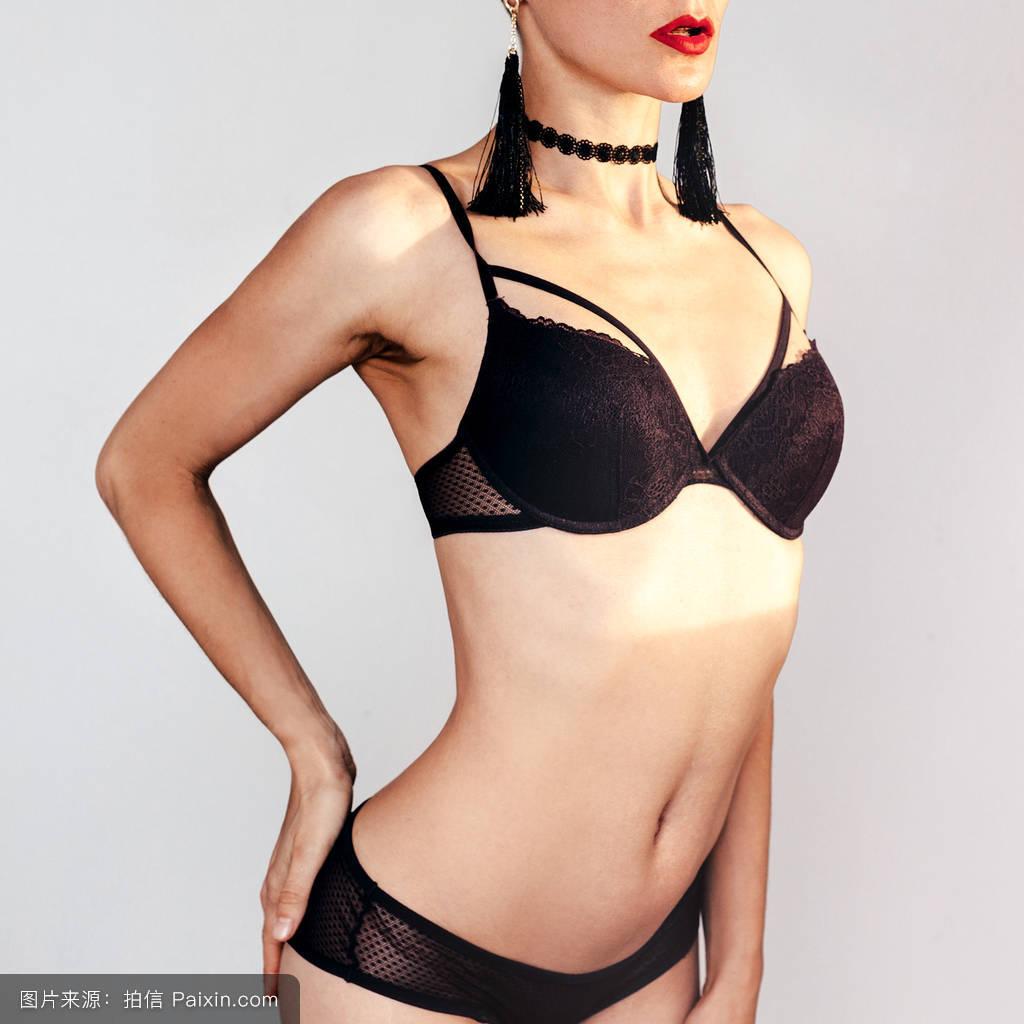 亚洲女人裸体艺术写真_性感美女裸体洞穴艺术