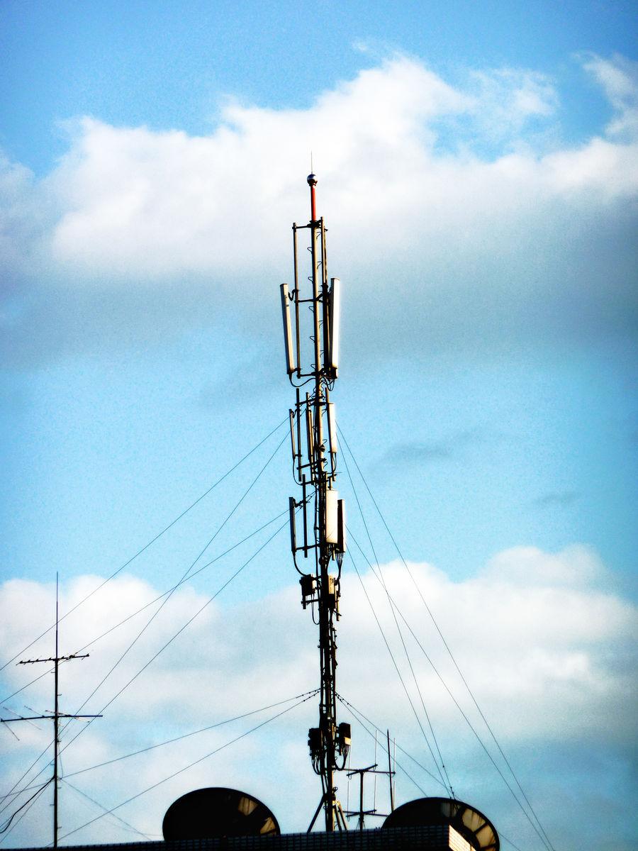 信号发射塔安全距离_移动信号塔多少钱一个-移动通信发射塔,建移动信号塔施工费用 ...