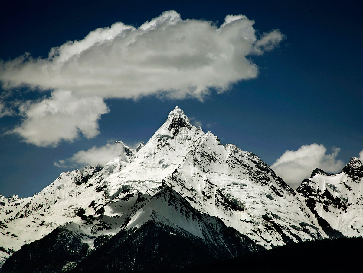 玉龙雪山海拔高度_云南省玉龙雪山每上升几海拔就气温就上升一度-海拔平均每上升 ...