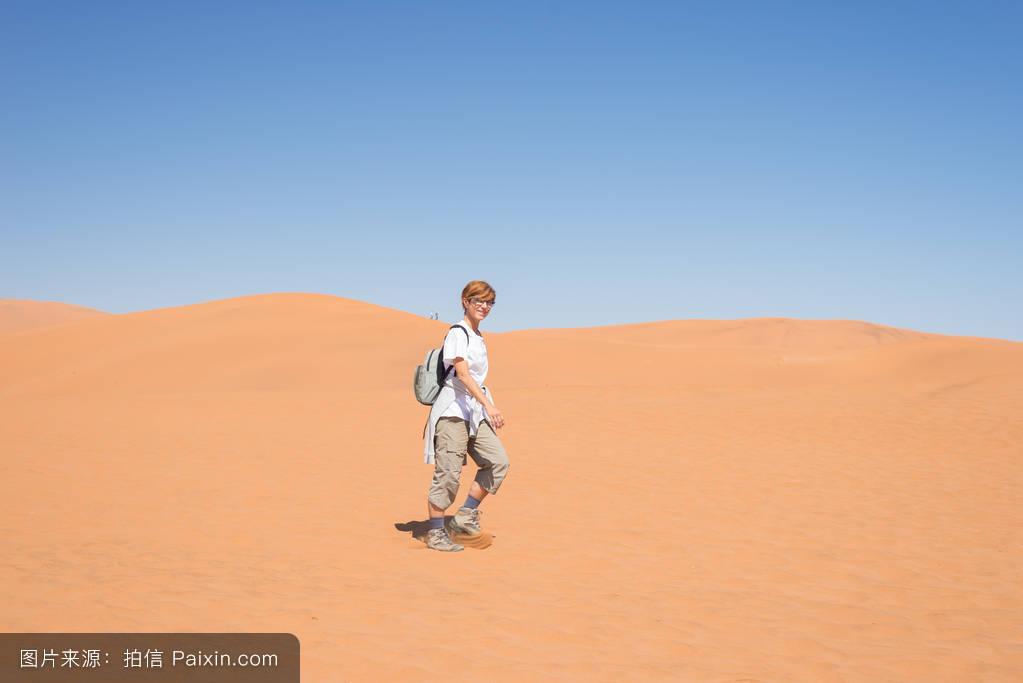 探索,全景,一個人,沙丘,白天,無限的,熱的,生態旅游,貧瘠的,沙漠,環境圖片