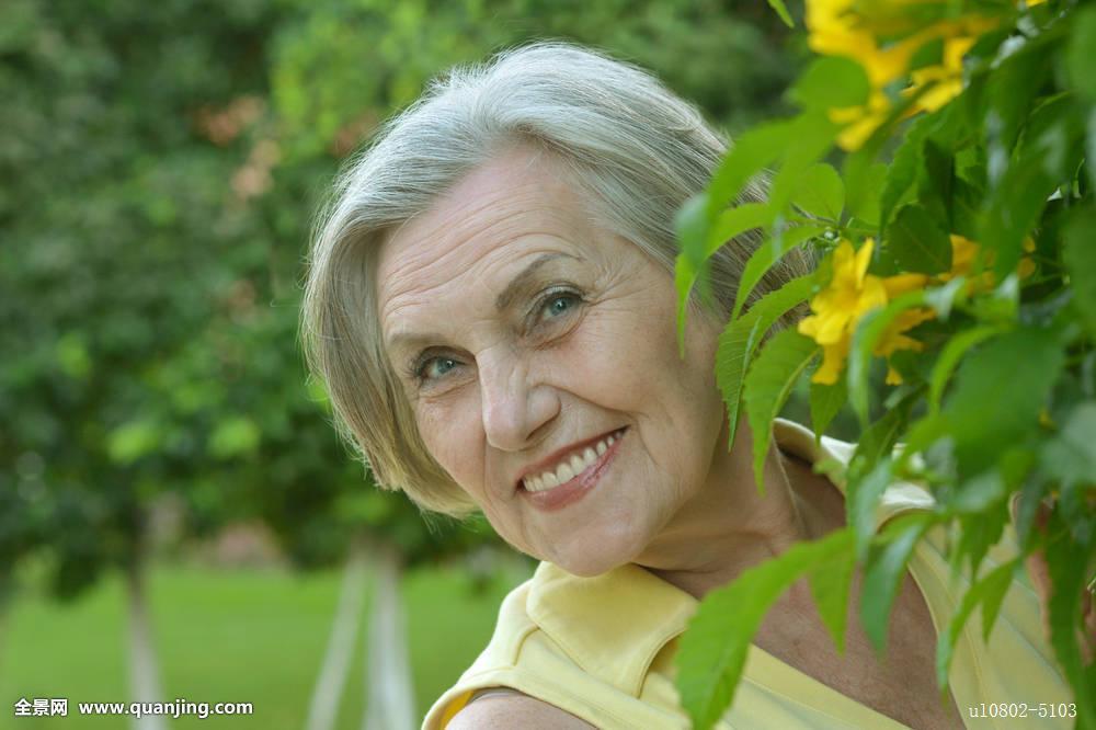 日东北老女人_欧洲胖老女人写真