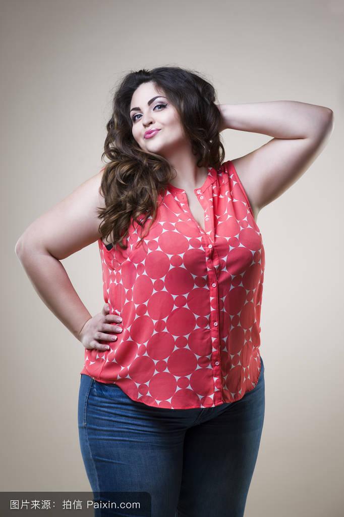 胖女人高清真人私穴�_胖女人好看发型分享展示